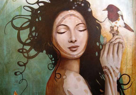 Kvinde med fugl og lukkede øjne vil ikke leve i højt tempo