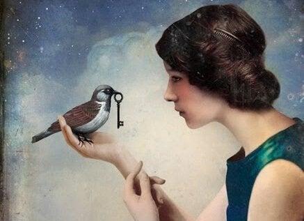 Kvinde med fugl med nøgle i munden