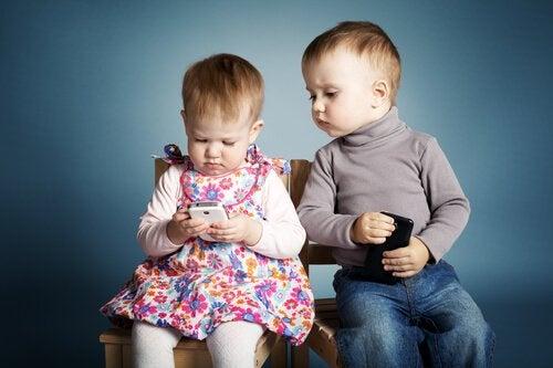 3 gode grunde til ikke at give børn en telefon