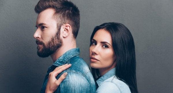 Par oplever falsk kærlighed