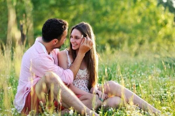 Par anvender berøring som kærlighedssprog