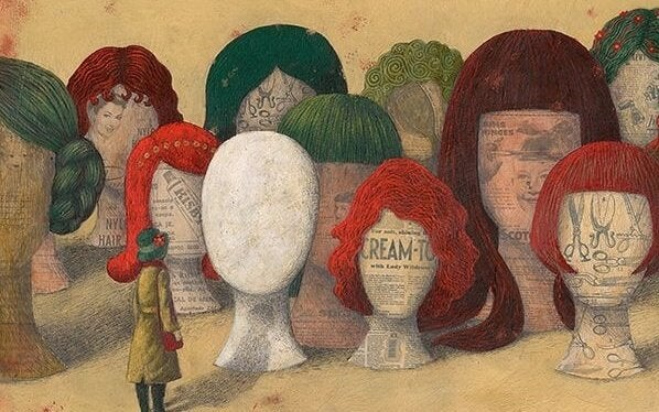 Kæmpe hoveder med parykker på