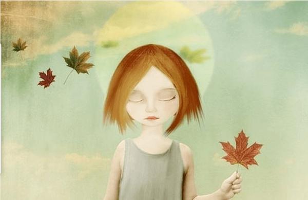 Pige med blade lukker øjne for at acceptere følelser