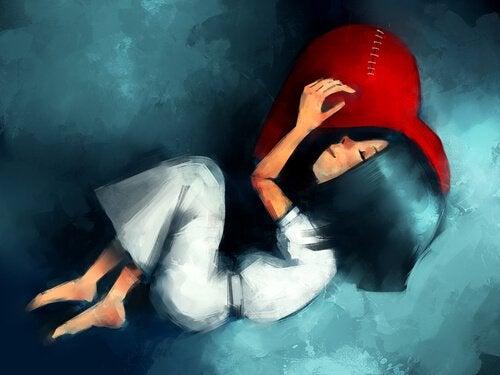Pige sover på hjertepude og platonisk kærlighed