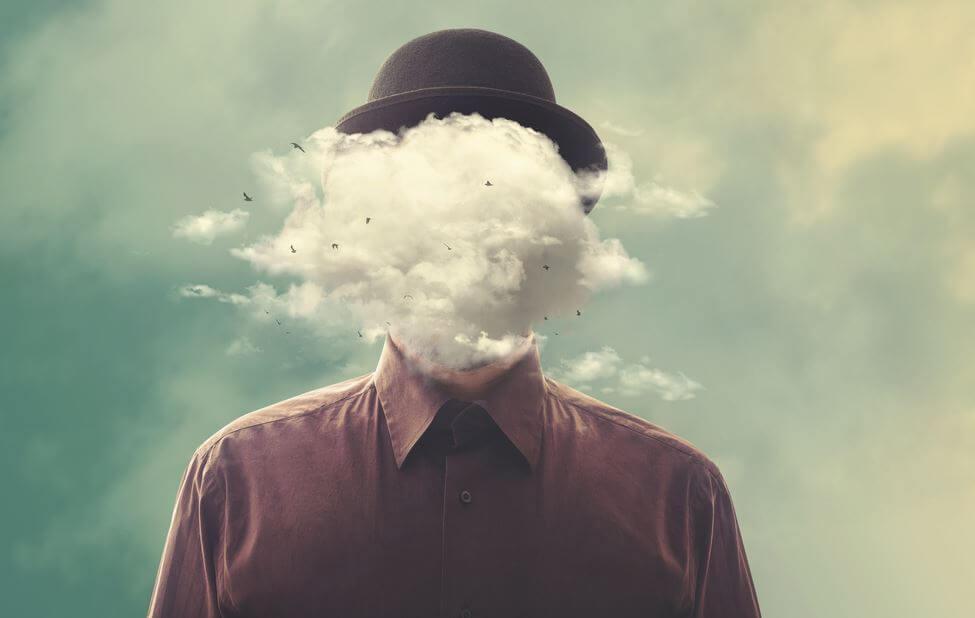 Mand med sky foran hoved symboliserer hans tilflugtssted