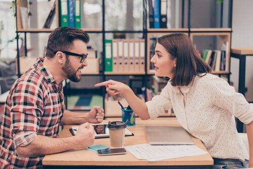 Par skændes og kan ikke finde ud af at være uenige effektivt