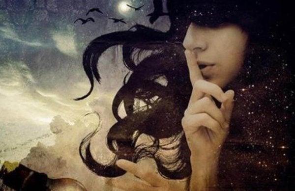 Kvinde tysser på univers