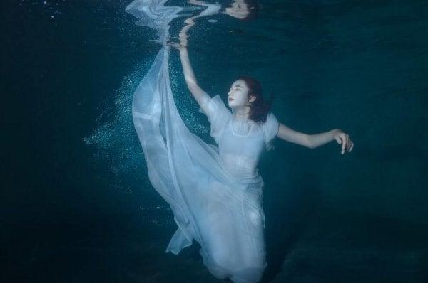 Ensomhed kan føles som at synke ned i hav