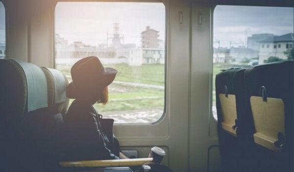 Kvinde i tog føler skyldfølelse