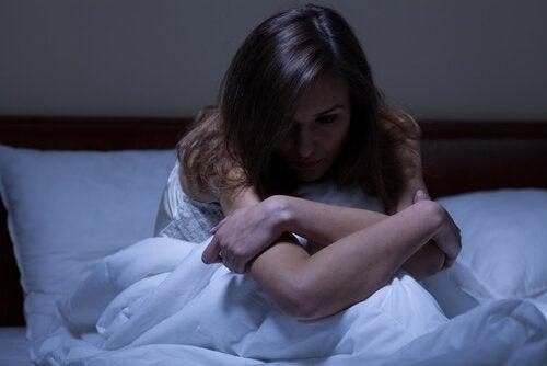 Kvinde kan ikke sove på grund af bekymringer
