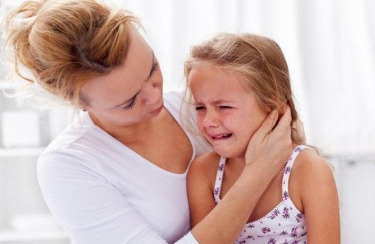 Barn med usikker-ambivalent tilknytning vil ikke have, at mor går