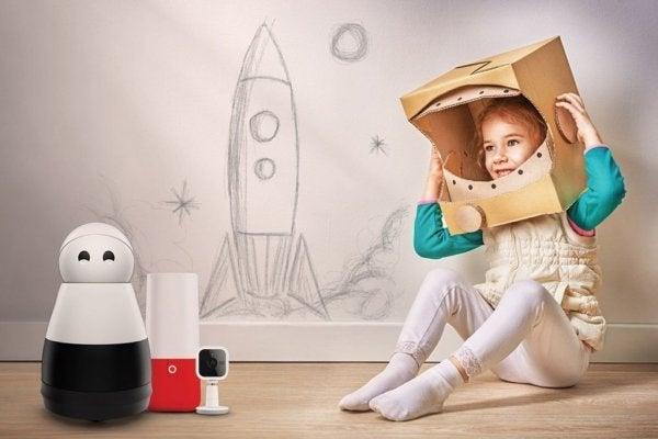 Pige leger hun er astronaut