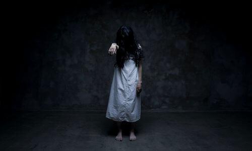 Besat pige lider af dissociativ identitetsforstyrrelse