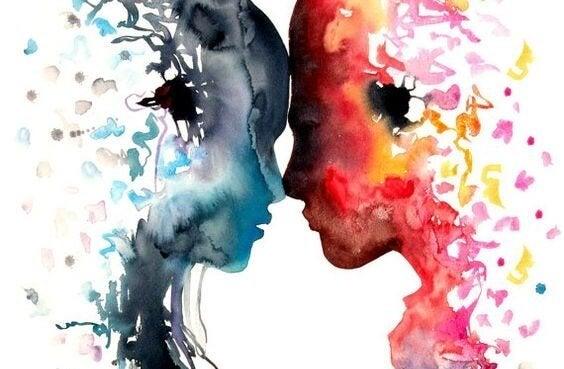 Pink og blåt hoved har panden mod hinanden