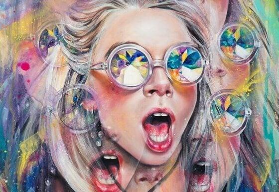 Kvinde med solbriller