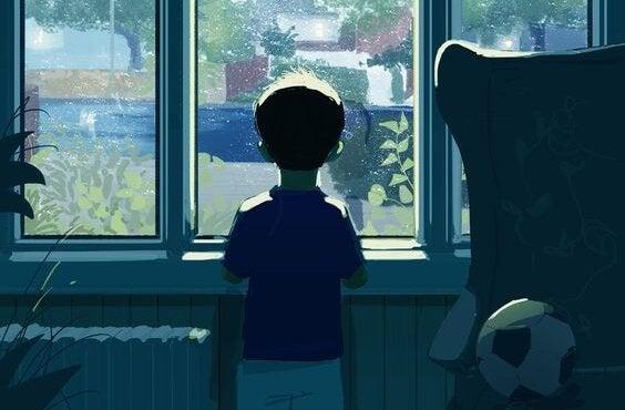 Trist dreng ser ud af vindue, da han ikke vil lære at tabe