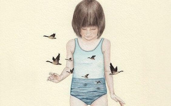 Pige i badedragt med fugle flyvende omkring