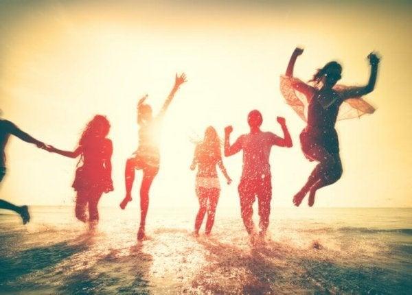 Venner er glade sammen, da de er magiske mennesker