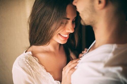 Grin med din partner for at forbedre dit seksuelle forhold