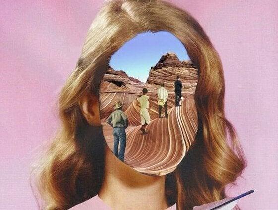 Kvinde med billede som ansigt