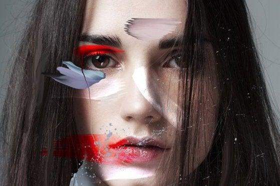 Kvinde med maling i ansigt symboliserer gængse konflikttyper