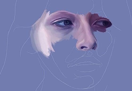Kvinde skjuler ansigt, pånær øjne