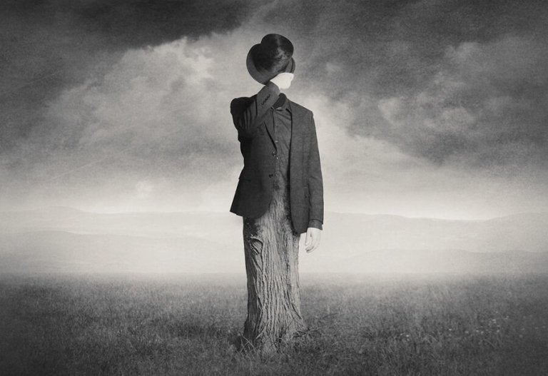 Sort hvid billede af person, der lider af psykose
