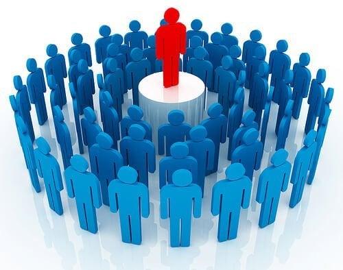 Mennesker rundt om leder illustrerer hawthorne-effekten
