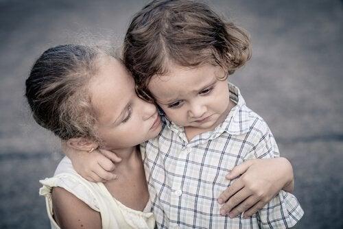 Ældre søskende trøster yngre