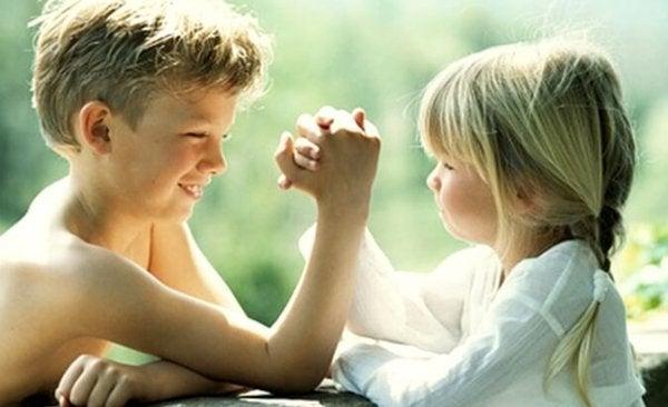 Ældre søskende er både superhelte og bedste venner