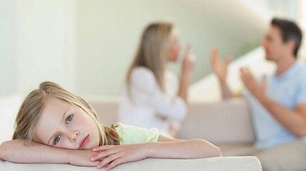 Pige er offer for forældrefremmedgørelse