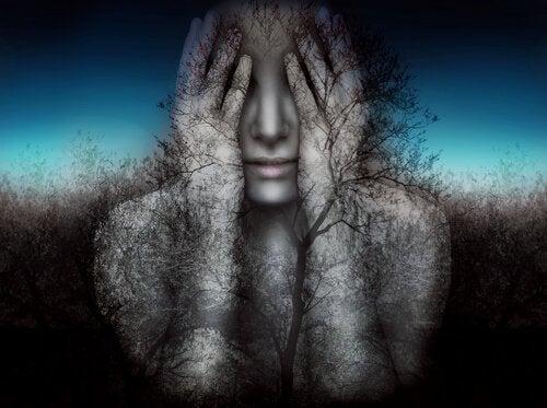 Træmand med hænder for øjne skaber blinde punkter