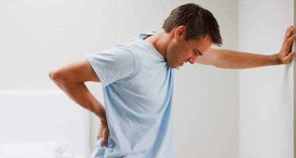 Mand har smerte som følge af kronisk træthed