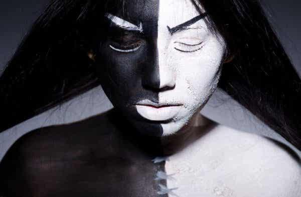 Vi er alle skabt af lys og skygger, der fylder vores sjæl