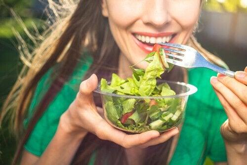 Sund kost kan være med til at styrke dit immunsystem