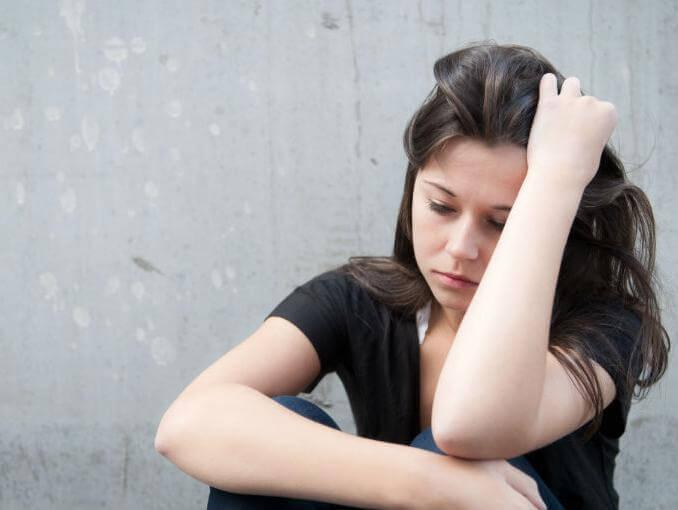 Trist kvinde har oplevet, at nær person begik selvmord