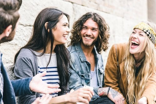 Venner griner sammen på grund af følelsesmæssig smitte