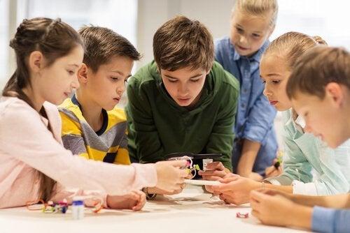 Børn i skole samles om uddannelse