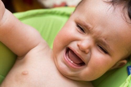 En grædende baby viser et barns temperament som opmærksomhedskrævende