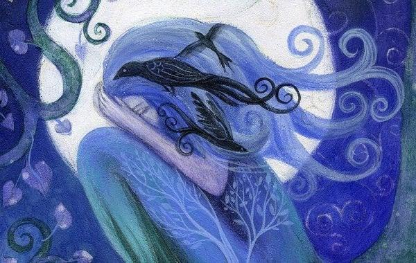 Blå kvinde foran nattehimmel