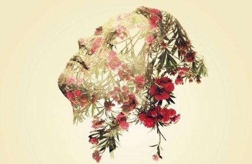 Kvinde med blomster rundt om ansigt besidder følelsesmæssig visdom