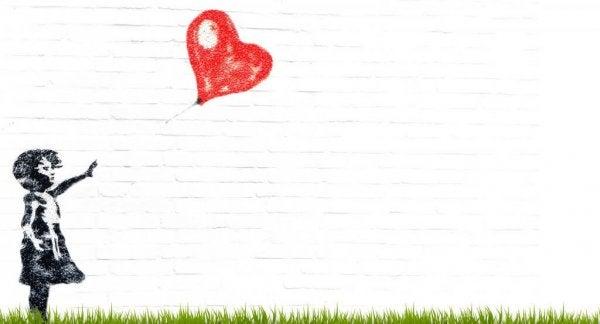 Barn med hjerteballon har svært ved at sige farvel til den