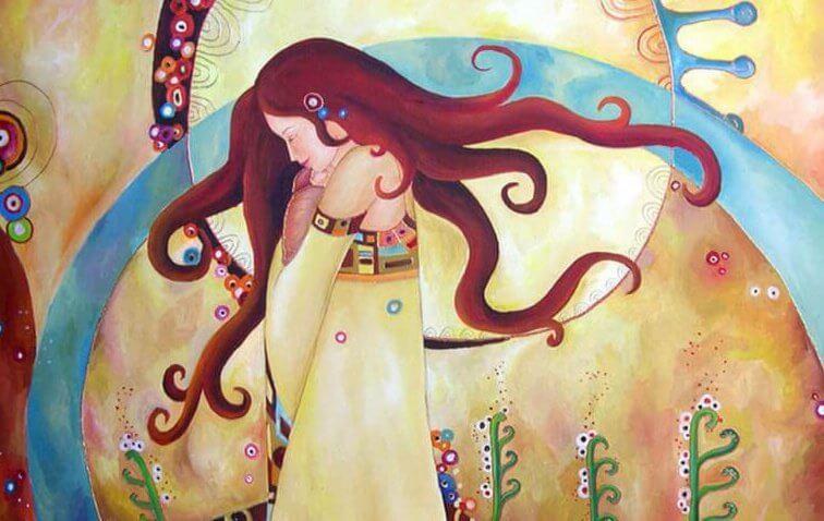 Kvinde på blomstereng udfylder tomhed indeni med smuk natur