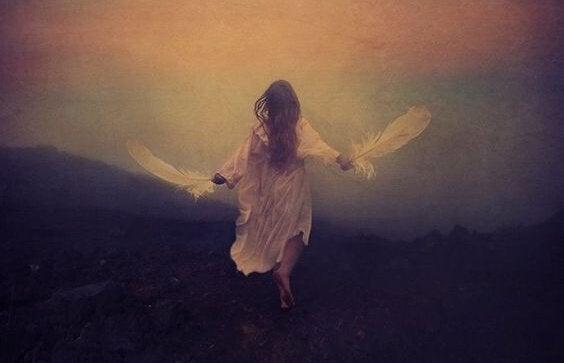 Kvinde med vinger søger meningen med livet