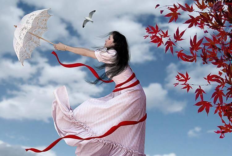 Kvinde i vind med paraply siger, jeg lader dig ikke gå
