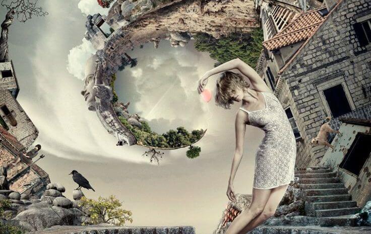 Kvinde danser i en verden formet som en spiral