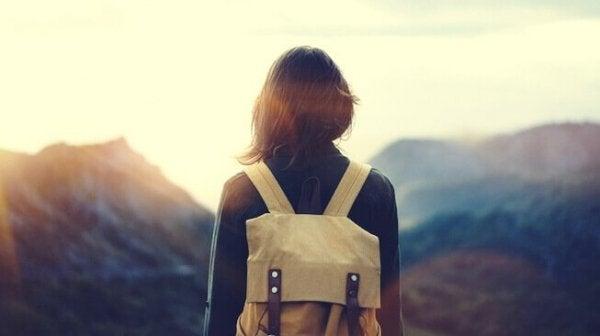 Kvinde rejser for at blive følelsesmæssigt stærkere