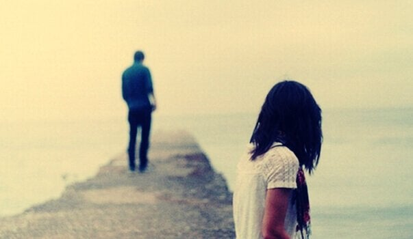 """Par på bro, hvor dreng prøver at sige, at """"jeg ikke længere elsker dig"""""""