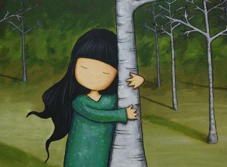 Pige krammer træ for at symbolisere, at ikke bliver ved din side i livet, men nogle er værd at holde fast i