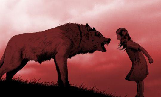 Pige leger og løber med ulve